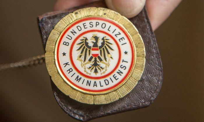 10.04.2013, Polizei, Dienstmarke, Ausweis