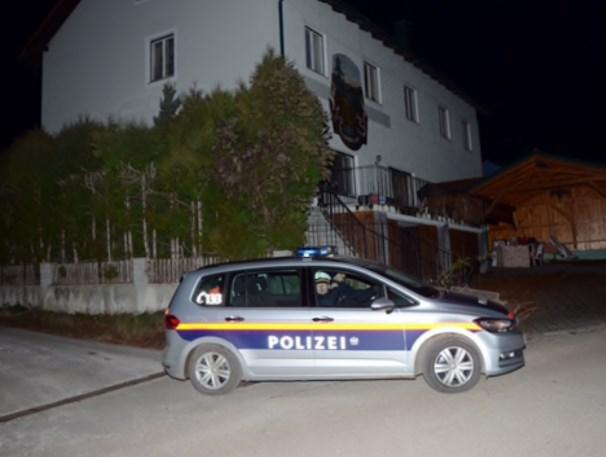 Die 35-Jährige galt als Sonderling. Sie dürfte mit der registrierten Walther PKK ihrer Mutter Mathilda R. (59) erst ihre schlafenden Kinder Michelle (7), Fabian (9) und Sebastian (10), dann ihren Bruder Peter und ihre Mama erschossen haben (Foto: Thomas Lenger/Monatsrevue)